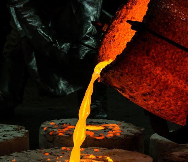 Elektrokorund sprawdza się między innymi w obróbce piaskowania materiałów szklanych
